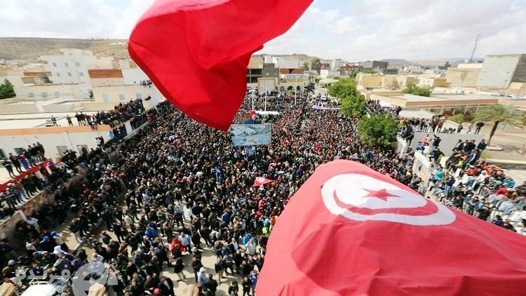 حرق إطارات وغاز مسيل | تظاهرات في تونس بسبب البطالة