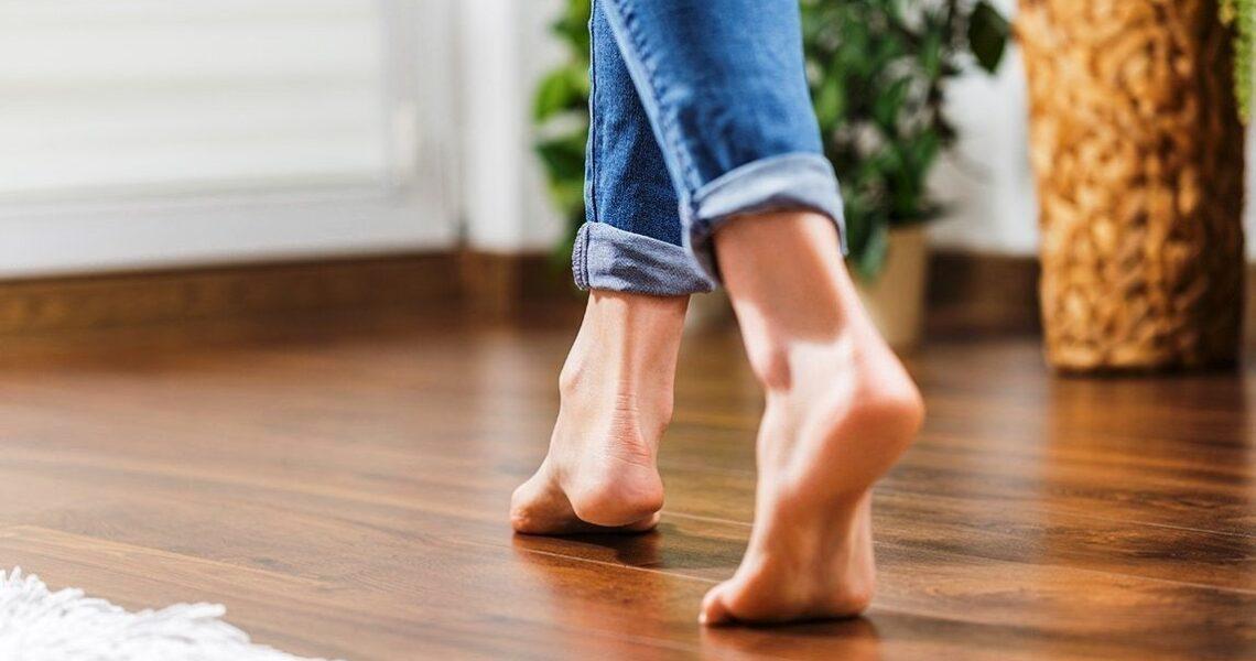 حافية القدمين | هل هناك علاقة بين المرض والحفاء؟