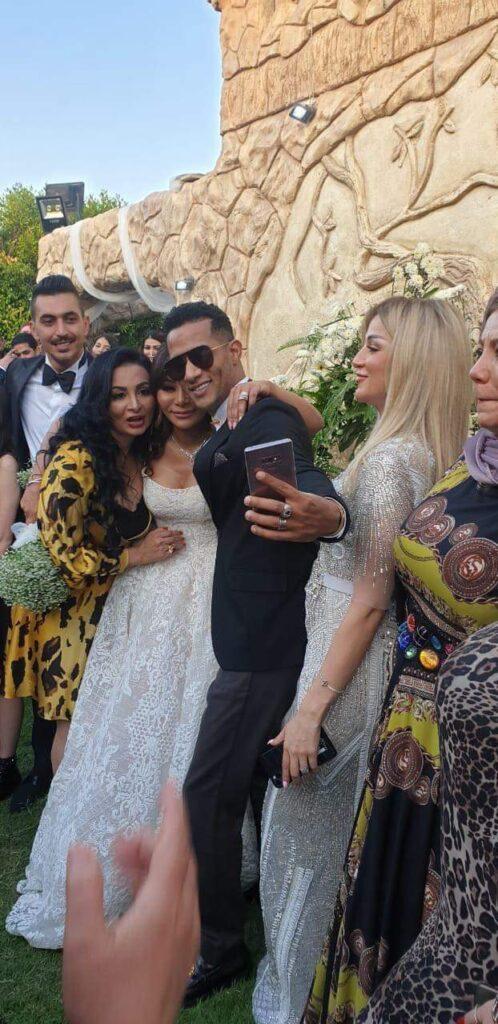 محمد رمضان مع إيمان شقيقته في حفل زفافها