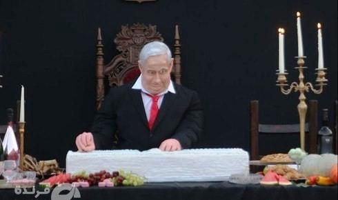 """מיצג בת""""א: נתניהו חותך פרוסה מעוגת דגל ישראל"""