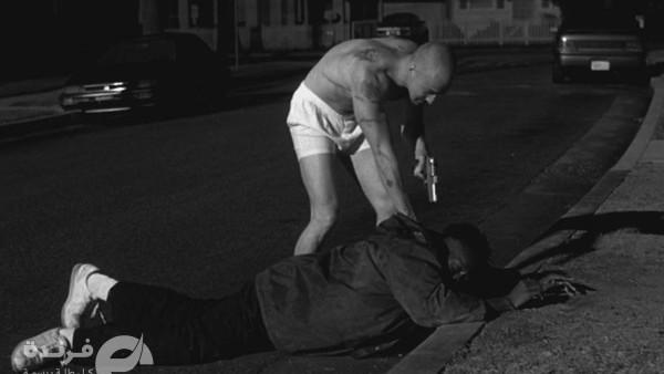 مشهد من فيلم American history x ولكن الواقع ان الشرطى هو من يقتل مواطن اسود اعزل