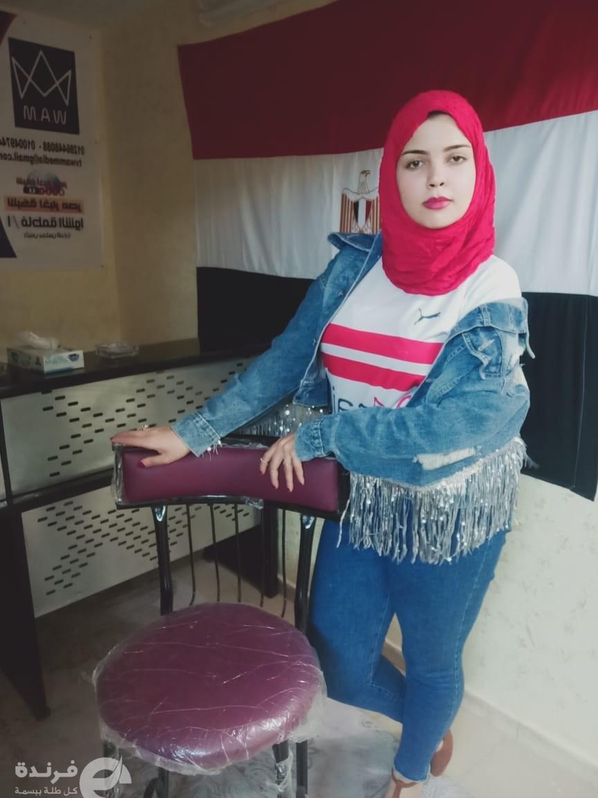 بـ تي شيرت الزمالك.. المرشحة الحسناء وفاء صلاح الدين تبرر زواج درة (فيديو وصور)