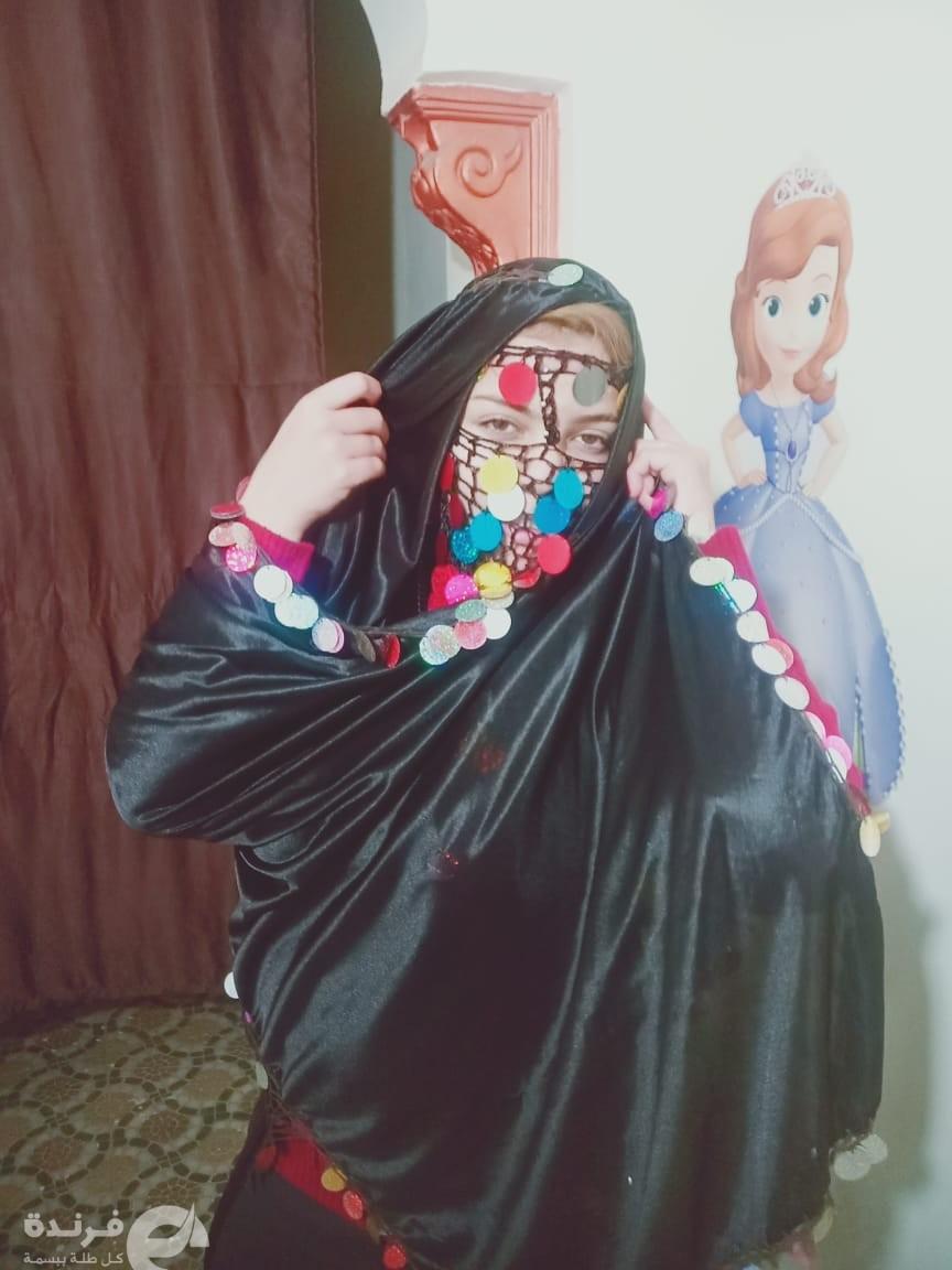وفاء صلاح الدين تبهر جمهورها بأنوثتها الناعمة (صور)