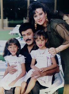صورة نادرة للراحل سمير غانم مع ابنتيه إيمي ودنيا منذ 30 عام