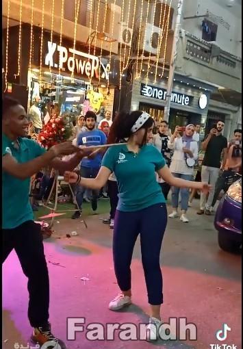 فيديو خليع يثير هجوم السوشيال ميديا  رقص بنات في افتتاح محل