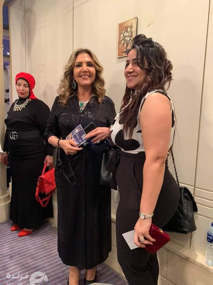 الفنانة التشكيلية داليا ناجح مع الفنانة نادية مصطفى