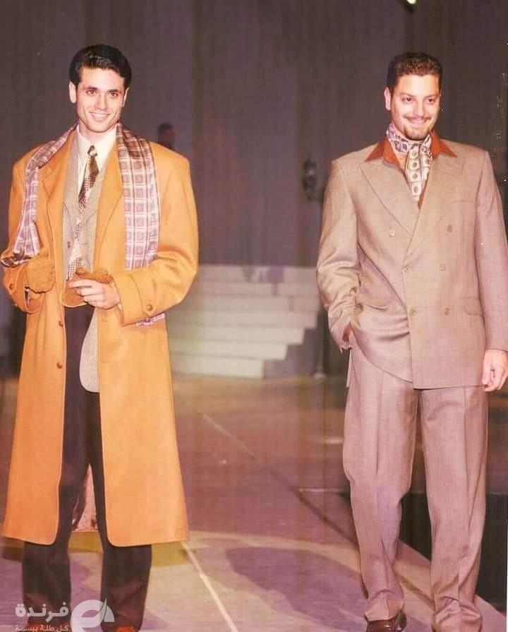 صورة لأحمد عز وتامر هجرس من عرض أزياء في التسعينات